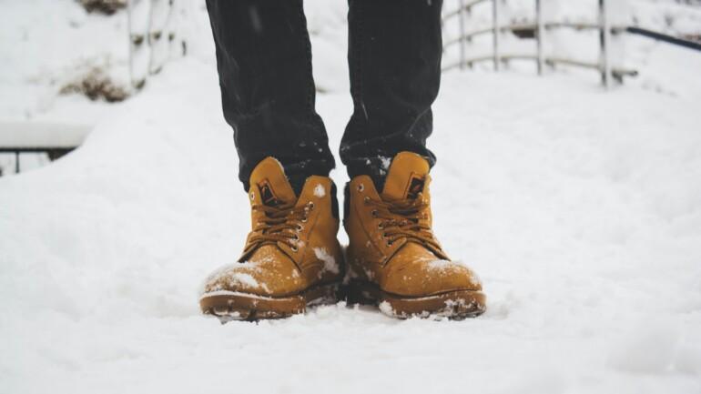 Moda męska na zimę – przegląd obuwia