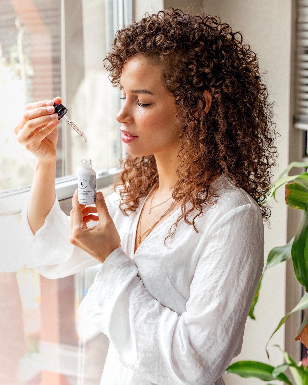 Kuracja witaminowa dla włosów – postaw na naturalne metody, doceniane przez ekspertów
