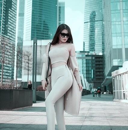 Kobiece stylizacje ze spodniami dresowymi. Jak je nosić?