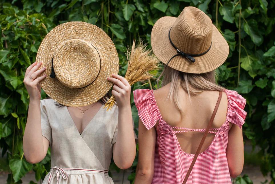 Zwiewne sukienki – trend, który nie wychodzi z mody